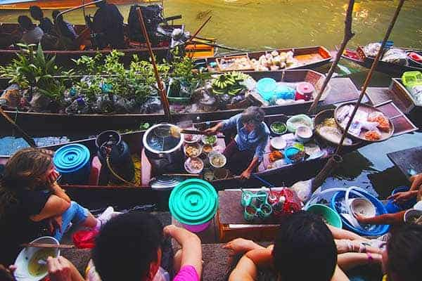 Floating market tours in Bangkok